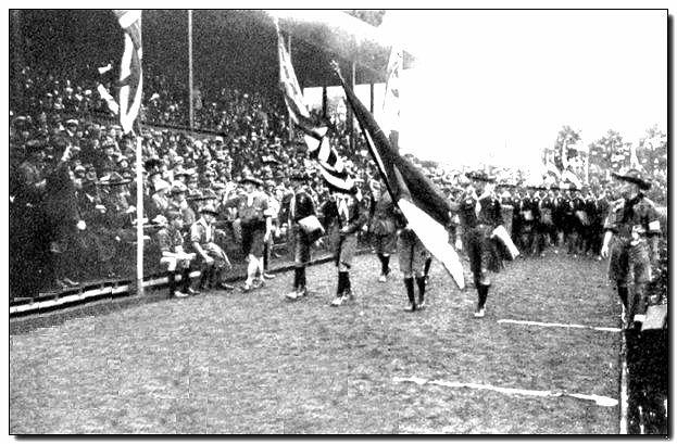 1924-wj2-parade.jpg (69866 bytes)