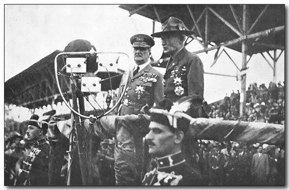 1933-wj4-sjb-chief-&-horthy.jpg (52945 bytes)